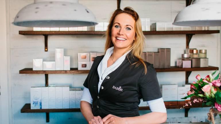 Ingrids-schoonheidssalon-luyksgestel-gezichtsbehandeling-microdermabrasie-massage-huidverbetering-spray-tanning-home-aanbieding-09.jpg